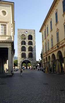Como Gate Tower